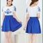 ชุดเดรสสั้น ผ้าชีฟอง เนื้อดีสีขาว ปักลายดอกไม้ที่หน้าอกและแขนเสื้อสีน้ำเงิน คอและปลายแขนเสื้อจั๊ม thumbnail 3