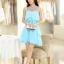 ชุดเดรส แขนกุด ผ้าซีฟองสีฟ้าอมเขียว ช่วงไหล่ผ้าโปร่งชนิดยืดหยุ่นได้ แต่งด้วยดิ้นทรงกระบอกสีเงิน และคริสตรัลใส thumbnail 4
