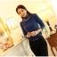 เสื้อแฟชั่น ผ้าคอตตอผสม แขนยาว สีน้ำเงิน แต่งคอเต่าซ้อนหลายชั้น ขอบสีทอง คอเสื้อแต่งด้วยมุกสีขาว thumbnail 3