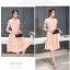ชุดเดรสสวยๆ ตัวชุดผ้าลูกไม้ลายเส้น สีชมพูโอรส หน้าอกและชายแขนเสื้อเป็นผ้าถักลายดอกไม้ thumbnail 3