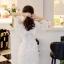 ชุดเดรสสีขาว ตัวชุดมีดีเทลเยอะสวยมากๆ ด้านนอกสุดของชุดเป็นผ้าลูกไม้ปักลายดอกไม้ thumbnail 5
