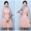 ชุดราตรีสั้น ใส่ออกงานสุดหรู ตัวชุดเป็นผ้าลูกไม้ปักสีชมพูโอรส ดีไซน์เปิดไหล่ thumbnail 2