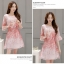 ชุดเดรสผ้าไหมแก้ว organza สีชมพู ลายกลีบดอกกุหลาบ สีชมพูแดง thumbnail 4