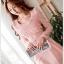 ชุดเดรสออกงาน ผ้าชีฟอง ชนิดหนา สีชมพูโอรส แขนยาว หน้าอกชุด แต่งด้วยผ้าถักรูปดอกไม้ thumbnail 7