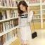ชุดเดรสสั้น ตัวเสื้อผ้าลูกไม้เนื้อนิ่ม สีขาว ซับในด้วยผ้าชีฟองสีเทา เสื้อทรงหลวม thumbnail 2