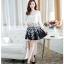ชุดเดรสเกาหลีออกงาน ตัวเสื้อผ้าถักสีขาว แขนยาว กระโปรงผ้าชีฟองสีดำ พร้อมสร้อยคอ thumbnail 2