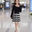 ชุดเดรสสั้น Brand Yi Feng ชุดเดรสแขนยาว ตัวเสื้อผ้าคอตตอนผสมเนื้อดี สีดำ ยืดหยุ่นได้ดี เอวจั๊ม กระโปรงลายขวางขาวดำ สวยมากๆครับ (พร้อมส่ง) thumbnail 1