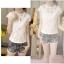 เสื้อผ้าผูกไม้สีขาว รอบคอเสื้อแต่งด้วยผ้าถักโครเชต์ หน้าอกเย็บซ้อนด้วยผ้าลูกไม้อีกลายนึง 2 ชั้น thumbnail 9