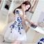 ชุดเดรสสั้น ผ้า organza สีขาว ปักลายดอกไม้สีน้ำเงิน แขนสั้น ซิบด้านหลังลำตัว ซับในด้วยผ้าซาตินสีขาว หรูหรา thumbnail 3