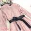 ชุดเดรสผ้าลูกไม้ สีชมพูกะปิ กระดุมผ่าหน้าอก แขนยาว เดรสเข้ารูปช่วงเอว thumbnail 10
