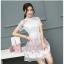 ชุดเดรสสวยๆ ตัวเสื้อผ้าลูกไม้ชนิดเนื้อนิ่ม ยืดหยุ่นได้ดี สีขาว คอจีน แขนสั้น thumbnail 7