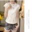เสื้อผ้าผูกไม้สีขาว รอบคอเสื้อแต่งด้วยผ้าถักโครเชต์ หน้าอกเย็บซ้อนด้วยผ้าลูกไม้อีกลายนึง 2 ชั้น thumbnail 2