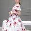 ชุดเดรสสั้น ผ้าซาติน พื้นสีขาว พิมพ์ลายดอกกุหลาบสีแดง แต่งสายเดี่ยวเปิดไหล่ thumbnail 3