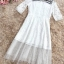 ชุดเดรสยาว ผ้าลูกไม้สีขาว ช่วงไหล่ และชายกระโปรงเย็บต่อด้วยผ้าโปร่งซีทรูลายจุดเล็กๆ สีขาว thumbnail 7