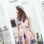 ชุดเดรสออกงาน ผ้าปักริบบิ้นเป็นรูปดอกไม้โทนสีน้ำเงิน และสีชมพูกะปิ แขนกุด thumbnail 3