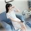 ชุดเดรสสีขาว ตัวเสื้อผ้ารูปดอกกุหลาบสามมิติ ลายนูนออกมาจากตัวชุดสีขาว thumbnail 5