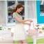 ชุดเดรสสั้น เดรสเสื้อยีนส์สีซีด กระโปรงผ้าไหมแก้ว ปักลายดอกไม้ และเข็มขัดมุกสุดหรู สวยมากๆ thumbnail 6