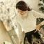 เสื้อผ้าแฟชั่น JSG เสื้อผ้าลูกไม้ ชนิดยืดหยุ่นได้ แขนยาวสีขาว เสื้อสวยด้วยผ้าถักลายดอกไม้ แต่งดิ้นที่ช่วงอก (พร้อมส่ง) thumbnail 3