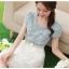 ชุดเดรสสั้น เดรสเสื้อยีนส์สีซีด กระโปรงผ้าไหมแก้ว ปักลายดอกไม้ และเข็มขัดมุกสุดหรู สวยมากๆ thumbnail 3