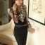 เสื้อผ้าลูกไม้ สีดำ หน้าอกเสื้อ แต่งด้วยผ้าโปร่งปักลายดอกไม้ และรูปโบว์ สีเหลือบทอง ประดับมุก thumbnail 3