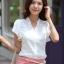 เสื้อทำงาน แฟชั่นเกาหลี สีขาว คอวีประดับมุดเงิน แขนระบาย กระดุมผ่าหน้า เสื้อผ้าสาวทำงาน ราคาถูก สวยมากๆครับ (พร้อมส่ง) thumbnail 1