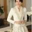 เสื้อคลุมเกาหลี Brand Solo style เสื้อคลุมแขนยาว ผ้าลูกไม้เนื้อดีสีขาว คอวี แต่งคอเสื้อด้วยผ้าถัก สีเหลือบทองประดับมุก สวยมากๆครับ (พร้อมส่ง) thumbnail 5