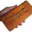 กระเป๋าสตางค์แบบ 3 พับ ดีไซน์เก๋ไก๋ มีช่องให้ใส่ของได้หลายอย่าง คุ้มค่า มีให้เลือกหลากหลายสีสัน thumbnail 3