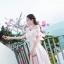 ชุดเดรสออกงาน ผ้าไหมเนื้อเงาสีชมพู ทอลายดอกกุหลาบ thumbnail 4