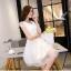 ชุดเดรสสวยๆ ใส่ออกงาน ตัวเสื้อผ้าถักลายดอกไม้ สีขาว แขนสั้น thumbnail 3