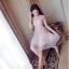 ชุดเดรสสวยๆ ตัวชุดเป็นผ้ามุ้ง สีชมพู เย็บซ้อนด้วยผ้าปักลายใบไม้ เข้ารูปช่วงเอว thumbnail 6
