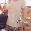 Lady Ribbon เสื้อยืดปักดอกคามิลเลียแต่งมุก