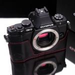 Gariz Leather Half-case for Olympus E-M5: Black/Red