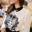 Icevanilla เสื้อแต่งด้วยผ้าพิมพ์ลายหน้าแมวประดับมุกและลูกปัด thumbnail 6