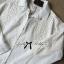 Lady Ribbon เสื้อเชิ้ตสีขาวตัดต่อผ้าฉลุลายและปักลายลูกไม้ thumbnail 10