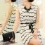 Cherry KOKO เดรสผ้าชีฟอง สีขาวพิมพ์ลายริ้วดำ พร้อมโบว์ thumbnail 1