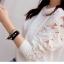 เสื้อแขนยาวสีขาว แขนเสื้อตัดต่อผ้าไหมพรมถัก thumbnail 7