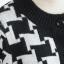 คาร์ดิแกน ผ้าไหมพรมถักลายกราฟฟิก กระดุมหน้า สีขาวดำ thumbnail 8