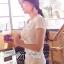 Lady Ribbon เสื้อยืดปักดอกคามิลเลียแต่งมุก thumbnail 5