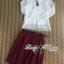 Lady Ribbon Set ชุดเซ็ทเสื้อผ้าลูกไม้สีขาวและกระโปรงสีแดงเบอร์กันดี thumbnail 9
