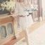 Lady Ribbon มินิเดรสเปิดไหล่ สีขาว ฉลุดอกไม้ แขนตุ๊กตา thumbnail 3