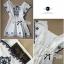 Lady Ribbon เดรสผ้าคอททอนสีขาว ปักลายน้ำเงิน ทรงคัฟทาน thumbnail 6