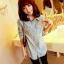 เสื้อเชิ้ต แขนยาว ผ้ายีนส์ ฟอกสี สียีนส์อ่อน ปักแปะลายที่แขนและหน้าอกเสื้อ thumbnail 4