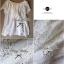 Lady Ribbon เสื้อลูกไม้สีขาว ดีเทลระบาย ปักฉลุลายดอก thumbnail 12