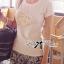 Lady Ribbon เสื้อยืดปักดอกคามิลเลียแต่งมุก thumbnail 1