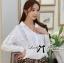 Lady Ribbon เสื้อเชิ้ตสีขาวตัดต่อผ้าฉลุลายและปักลายลูกไม้ thumbnail 1