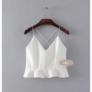 เสื้อครอปสายเดี่ยวสีขาว