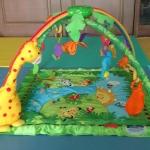 เพลย์ยิม รุ่น rain forest จาก Baby&friends baby gift มีปุ่มเปิดปิดเสียงดนตรี +โมบาย
