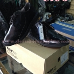 รองเท้าคัชชู หนังแก้วสีดำ THE GENERAL.