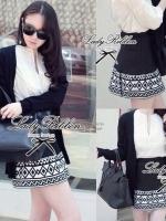 Lady Ribbon Black Graphic Skirt กระโปรงสีดำ ทอลายกราฟฟิก