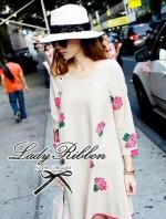 Lady Ribbon เดรสแขนยาวปักลายดอกกุหลาบสีชมพู